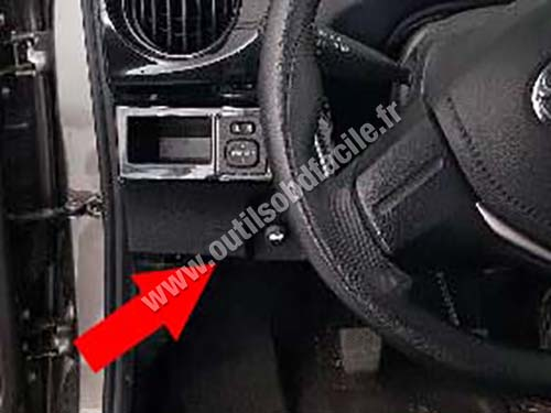 OBD2 connector location in Toyota Etios (2014 -) - Outils OBD Facile