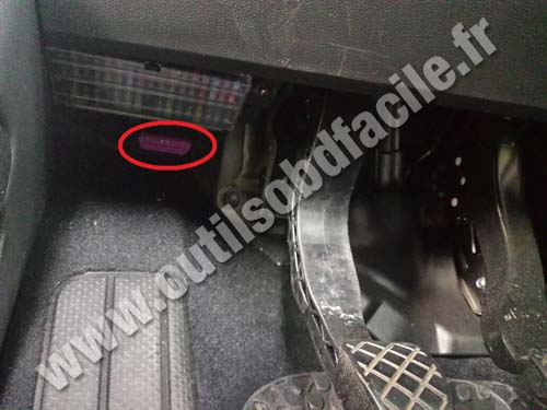 OBD2 connector location in Volkswagen Up (2011 -) - Outils OBD