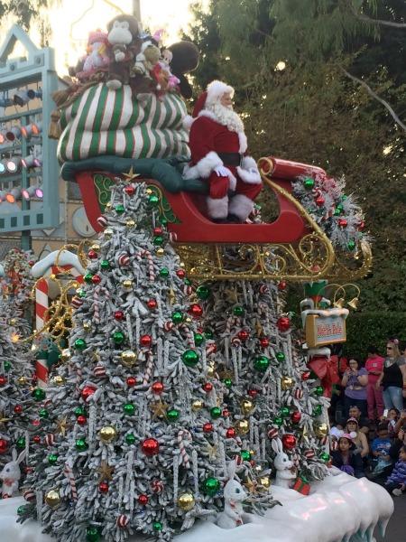 Disney-Holidays-Santa-float