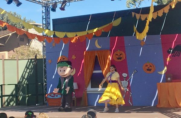 knotts-spooky-farm-theater