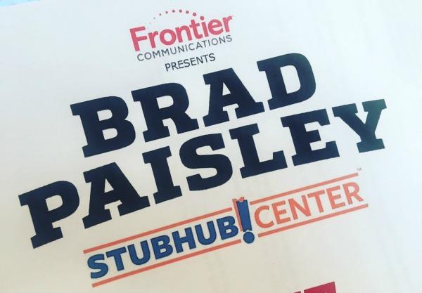 brad-paisley-concert-at-stub-hub-center-sign