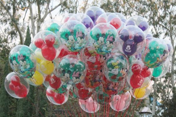 disneyland-holidays-balloons