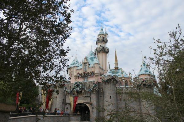 disneyland-holidays-castle-day