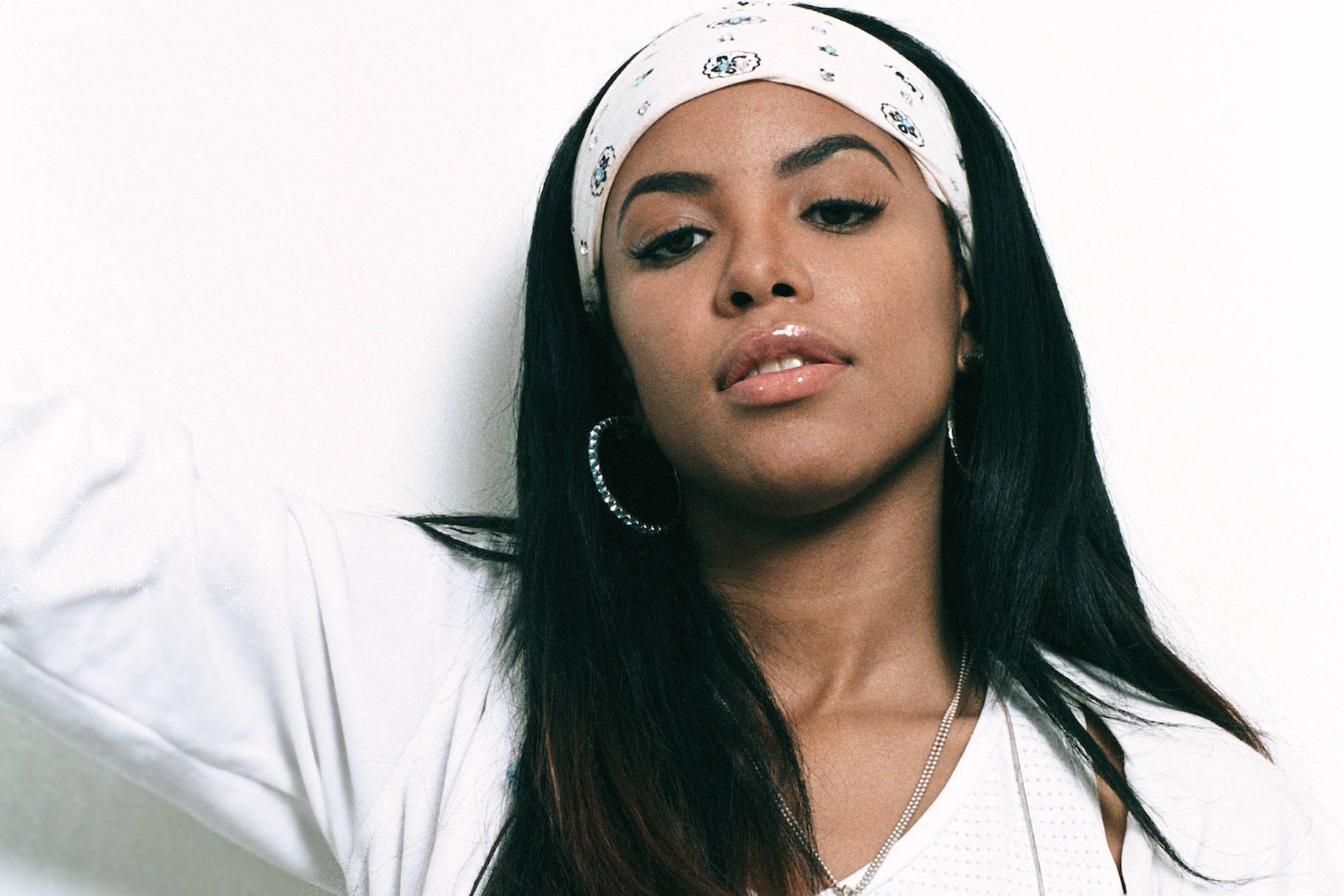 Facebook Wallpaper Hd Girl 6 Style Lessons We Learned From Aaliyah Very Real