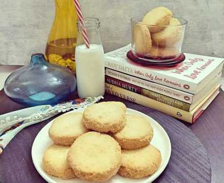 Eggless Coconut Cookies / Coconut Biscuits