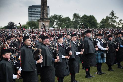 Johnstone Pipers in the massed ranks
