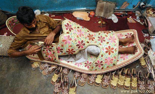 Boy Smoking Wallpapers Quotes Funny Picture Yeh Juta Kis Ka Size Ka Hai Pak101 Com