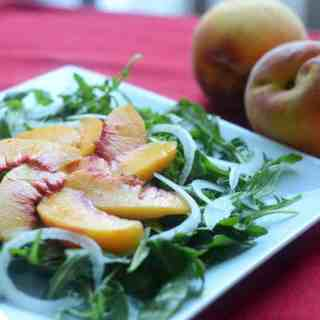 Peach, Onion, and Arugula Salad   paleoscaleo.com
