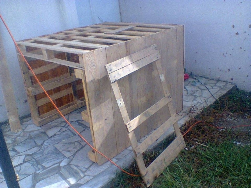 Diy Kids Playhouse Out Of Pallets Pallet Ideas Recycled Upcycled Furniture Projects