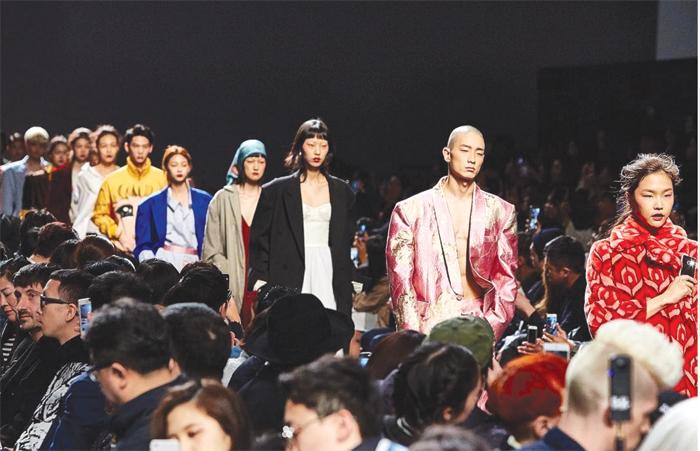 Una sfilata della Seoul fashion week  {focus_keyword} Corea, tigre più matura corea sfilate