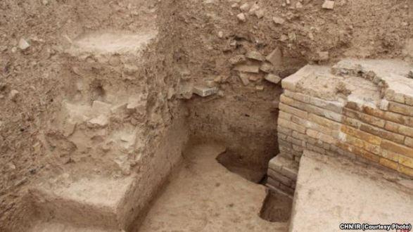 کشف یک دروازه هخامنشی در سه کیلومتری تخت جمشید