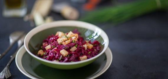 Salade de betterave crue à l'Ossau Iraty miel et piment d'Espelette