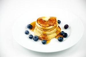 American Pancakes czyli amerykańskie grube naleśniki z syropem klonowym wg przepisu The Culinary Geek /flickr