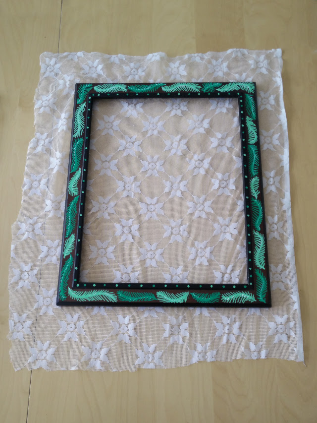Glue a piece of lace to the frame