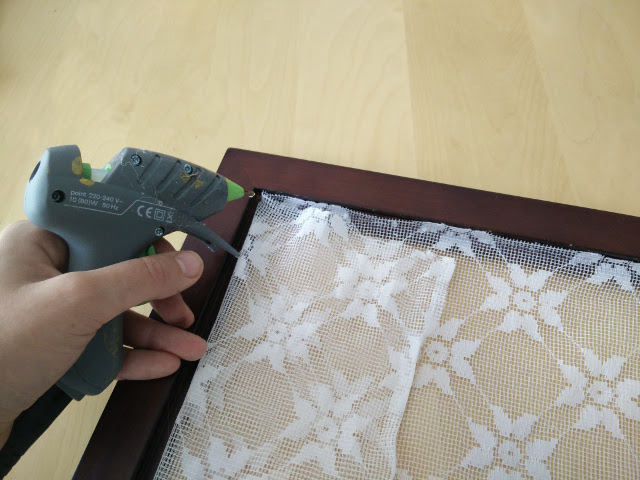 Glueing the lace to the frame