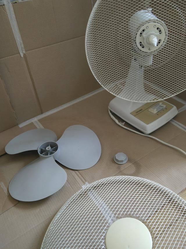Peindre toutes les parties en plastique du ventilateur avec l'apprêt pour plastique