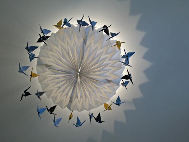 Abat-jour en origami avec des grues en papier