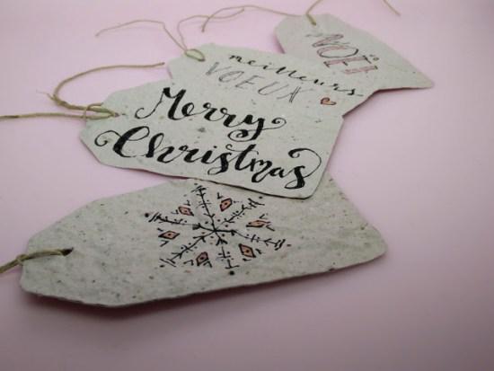 Emballages cadeaux écolos : des étiquettes cadeaux en papier fait main