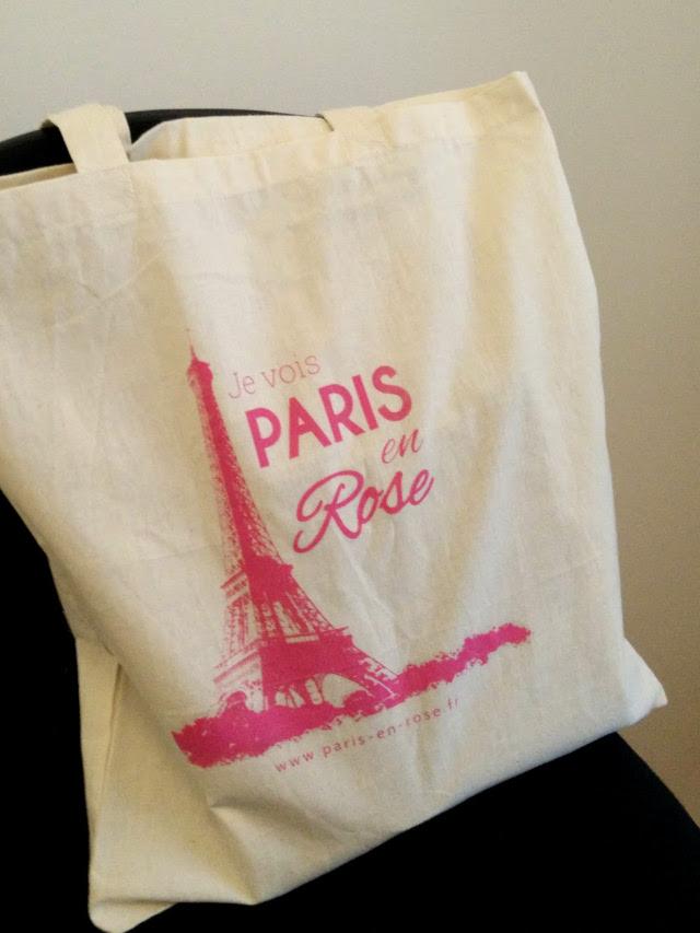 Paris en Rose tote bags