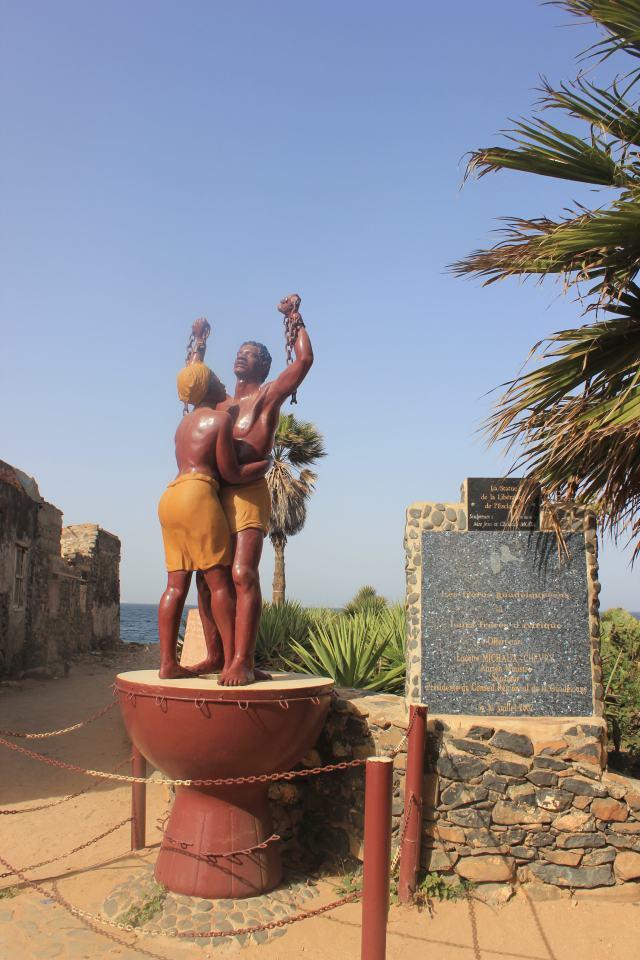 statue liberation esclavage-min