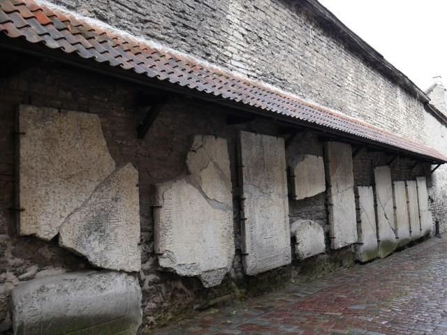 Tallinn-Passage Sainte Catherine Pierres tombales
