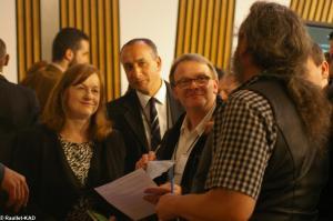 Discussions après les débats. Ici avec Mme Joan McAlpine MSP du Scottish National Party.