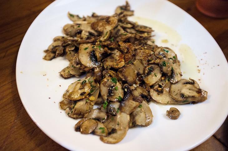 Passagem Gastronômica - La Cueva -Cogumelos Salteados - Pintxos Bar em San Sebastian
