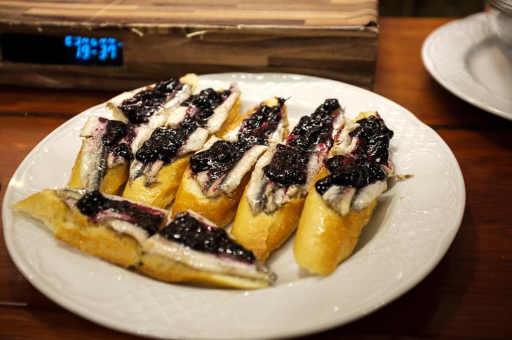 Passagem Gastronômica - Txepetxa - Anchova com Geléia de Blueberry - Pintxos Bar em San Sebastian