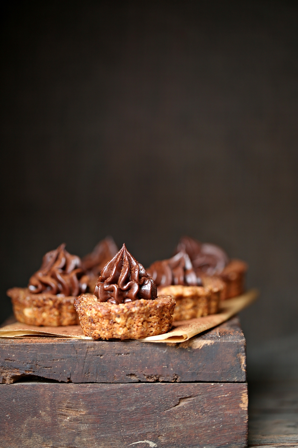 Oat & Walnut Cookie Pies with Dark Chocolate Ganache 1000