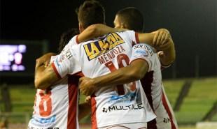 los-jugadores-huracan-celebran-gol-diego-mendoza-1455086189528