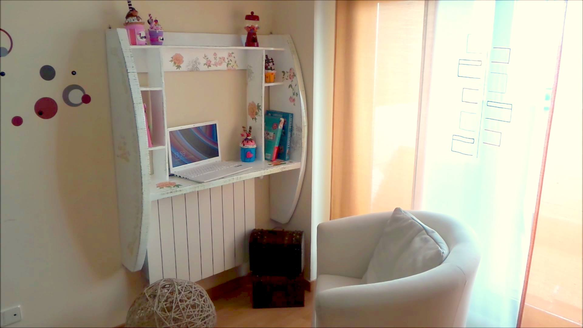 Mueble de pared hecho con cart n patronesmil - Escritorio abatible pared ...