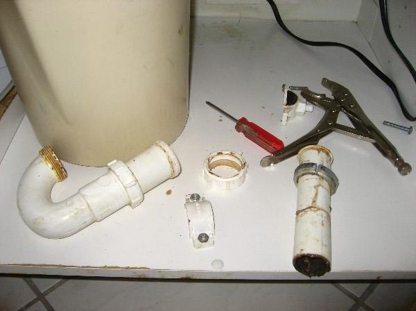 Kitchen Sink Drain Leak Repair Guide 014