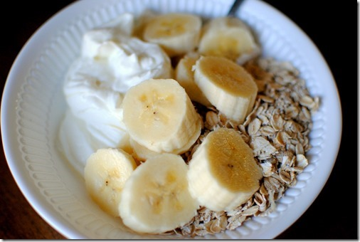 oats with yogurt and banana