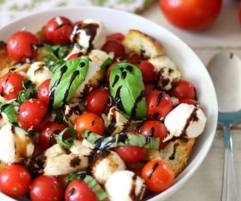 Caprese Chicken Panzanella Salad #WeekdaySupper #ChooseDreams