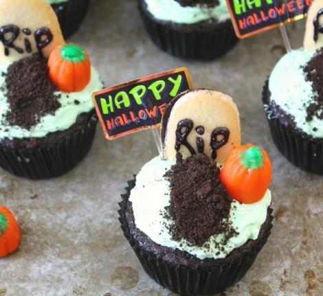 Graveyard Cupcakes #SundaySupper