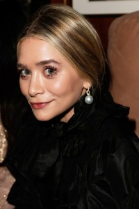 CELEBRITIES IN PEARLS: Ashley Olsen looks great in Large