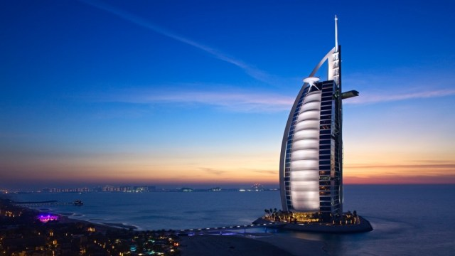 Dubai has the world's first 7-star hotel, even though official star ratings only go up to 5. That's how good it is!! Photo: blog.priveinternational.com