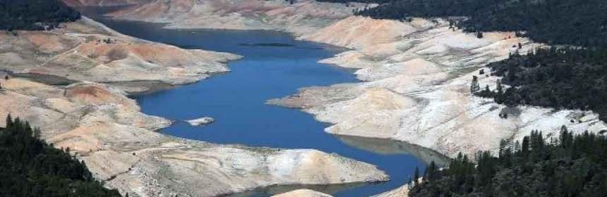 people-politico-empty-lake-climate-change