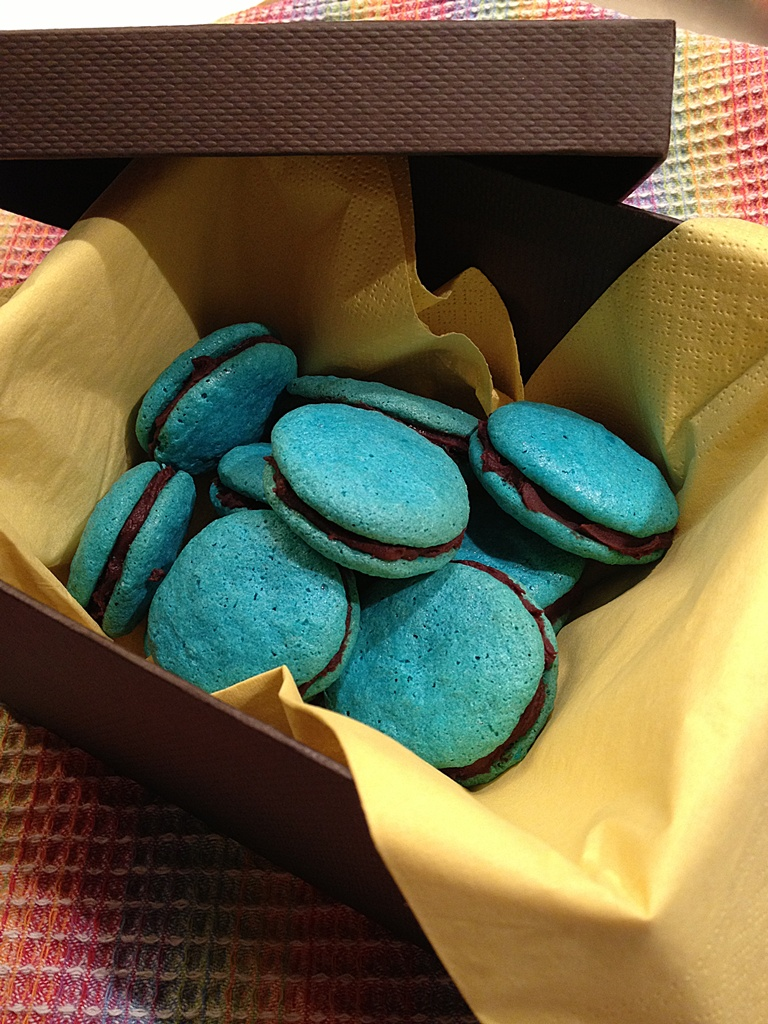macarons in scatola