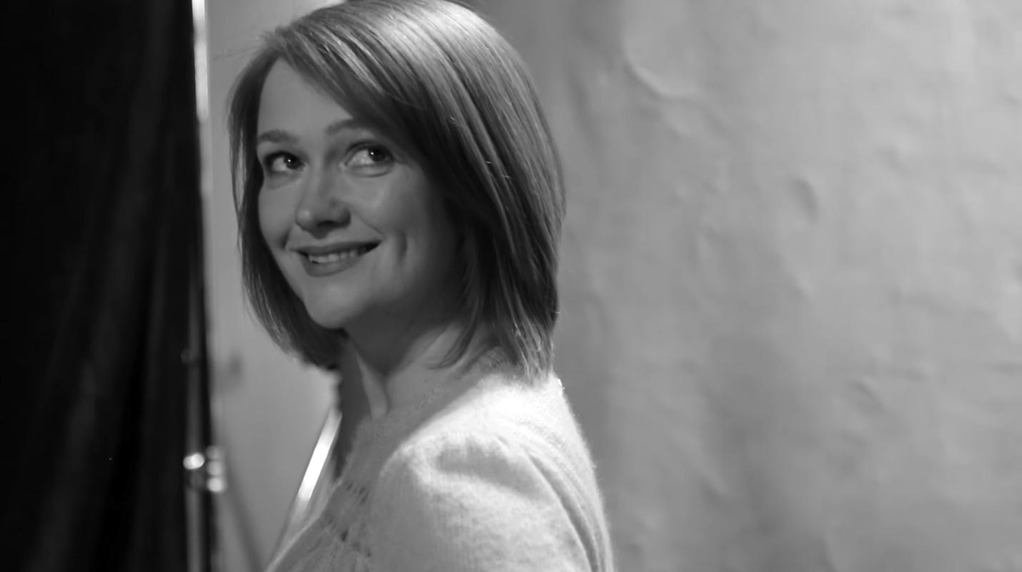 Ginny Weasley, interpretada por Poppy Miller.