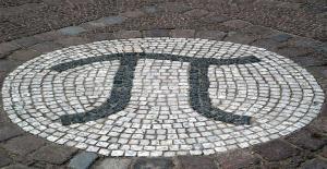 Mosaico fuera del edificio de matemáticas en la Universidad Técnica de Berlín .