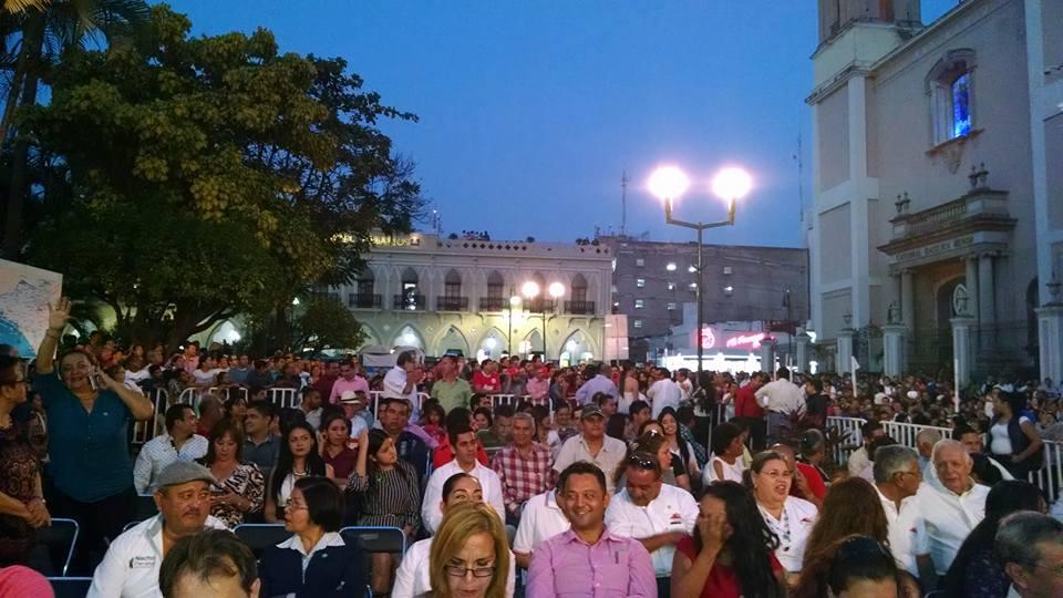 """""""Ayer jubilosos, hoy humillados"""", segregan al """"pueblo"""" en evento de Nacho"""