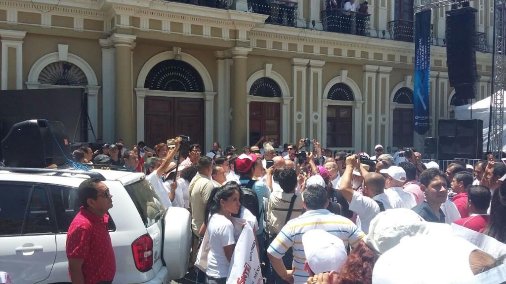 Llueven protestas contra Nacho en desfile del Trabajo