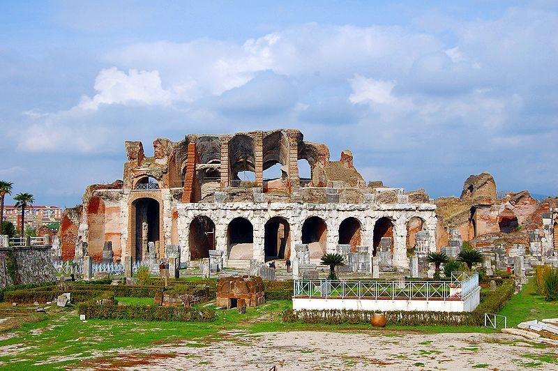 800px-The_Amphitheatre_of_Santa_Maria_Capua_Vetere_003