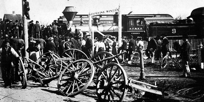 Great Steam Locomotive vs Trolley Railway battle