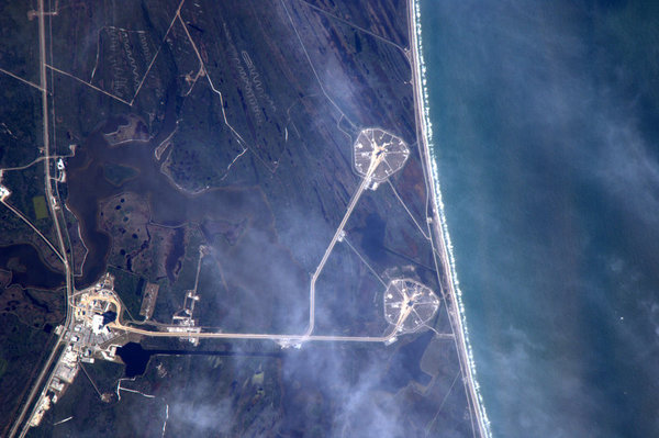 Astronaut Tweets Earth Photos from Space 62593443