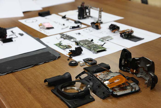 Canon 5D Mark II Completely Disassembled canonexploded2