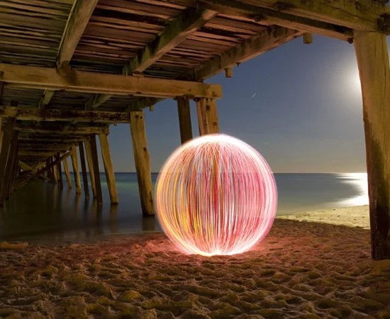 Giant Spheres Created with Light Painting balloflight1