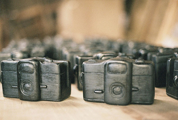 Wooden Cameras Make for Beautiful Wedding Favors favor1