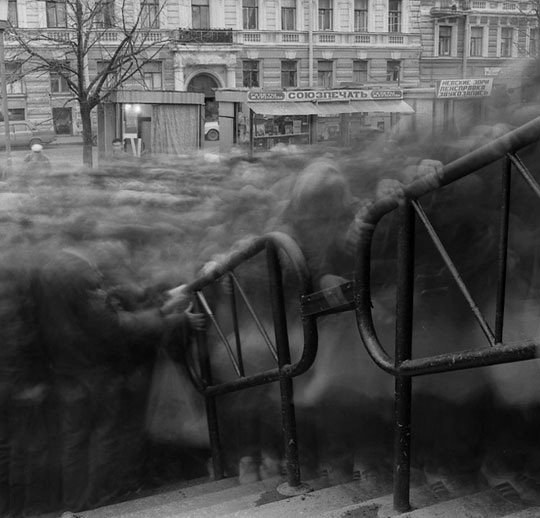 Gloomy Crowds Captured as Shadows After Soviet Union Collapse cos1